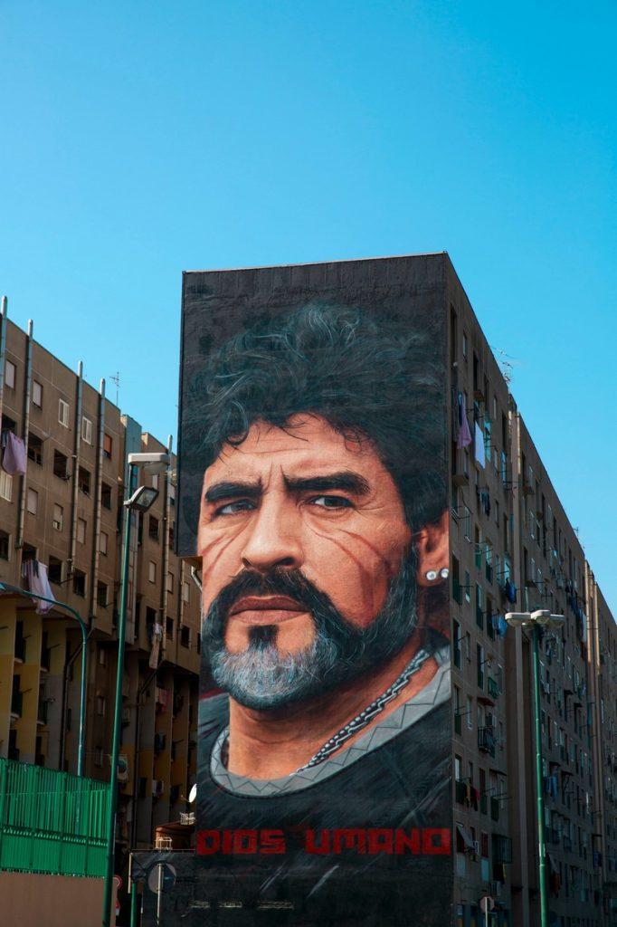 I messaggi nascosti nei murales di Jorit (Maradona)